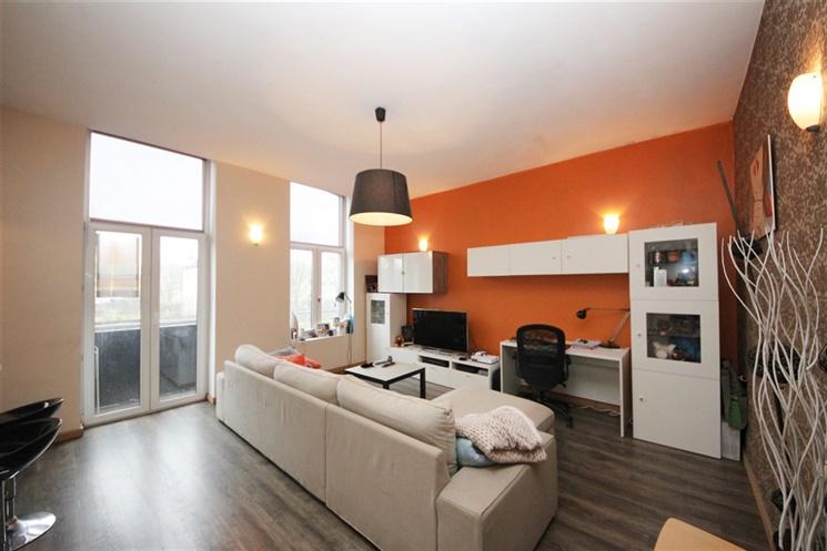 lichtrijk 1 slaapkamer appartement nabij invalswegen