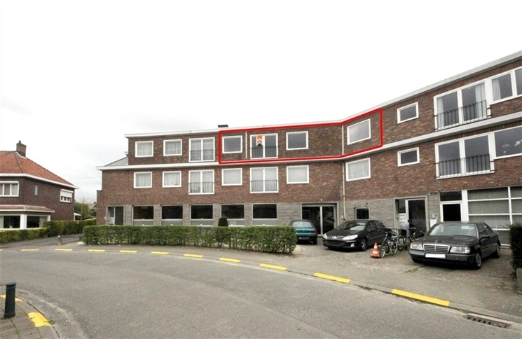 Gerenoveerd 2-slaapkamer appartement in residentiële buurt