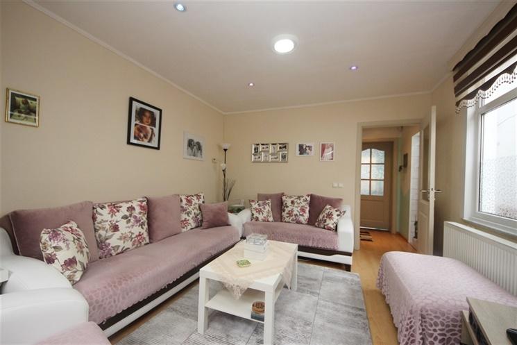 Ruime woning met 4 slaapkamers en tuin nabij Rozebroeken