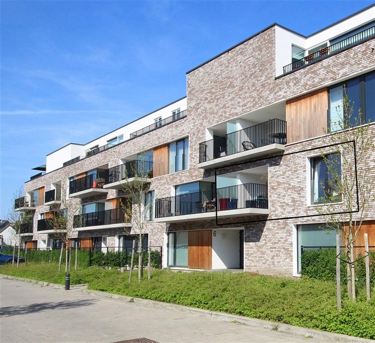 Lichtrijk nieuwbouw-appartement met zonnig terras en carport te Sint-Amandsberg!