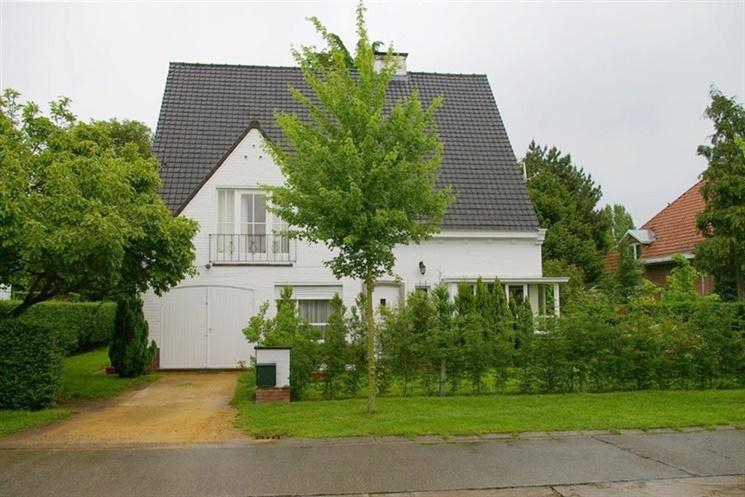 Ruime villa met tuin in rustige omgeving te Sint-Denijs-Westrem