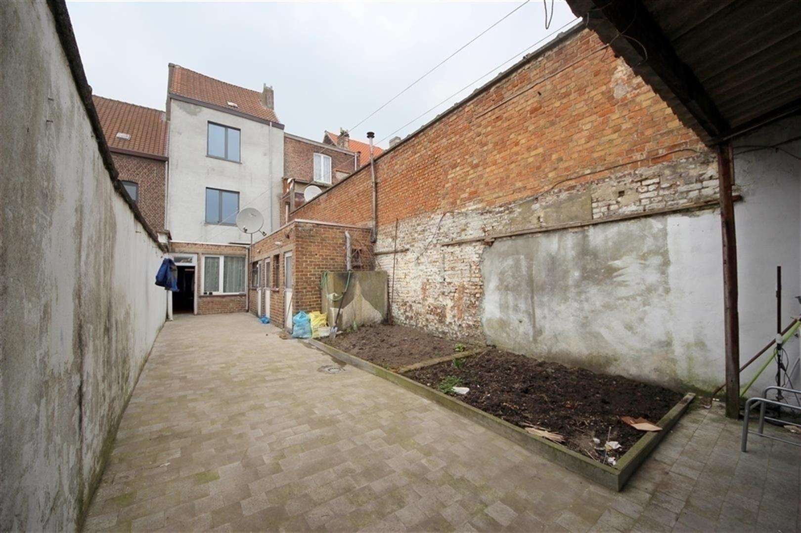 Ruime woning met atelier woningen en appartementen te for Huis met tuin te huur gent