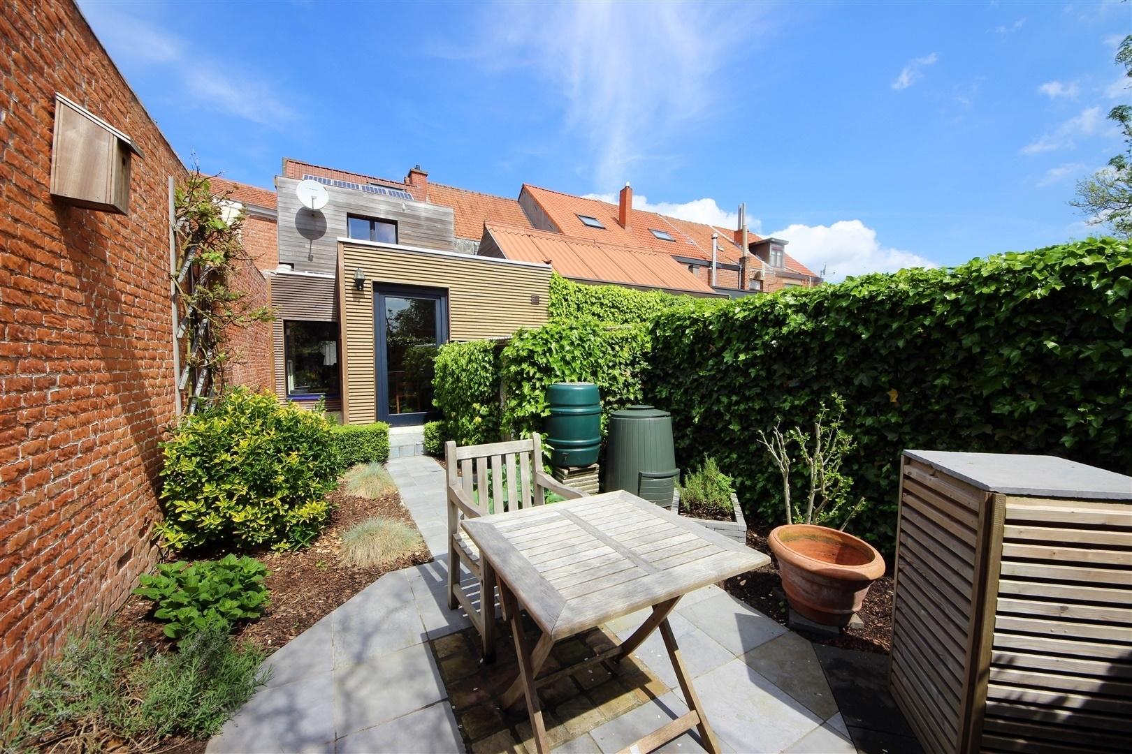 Aangename op te frissen woning met zonnige tuin woningen for Huis met tuin te huur gent