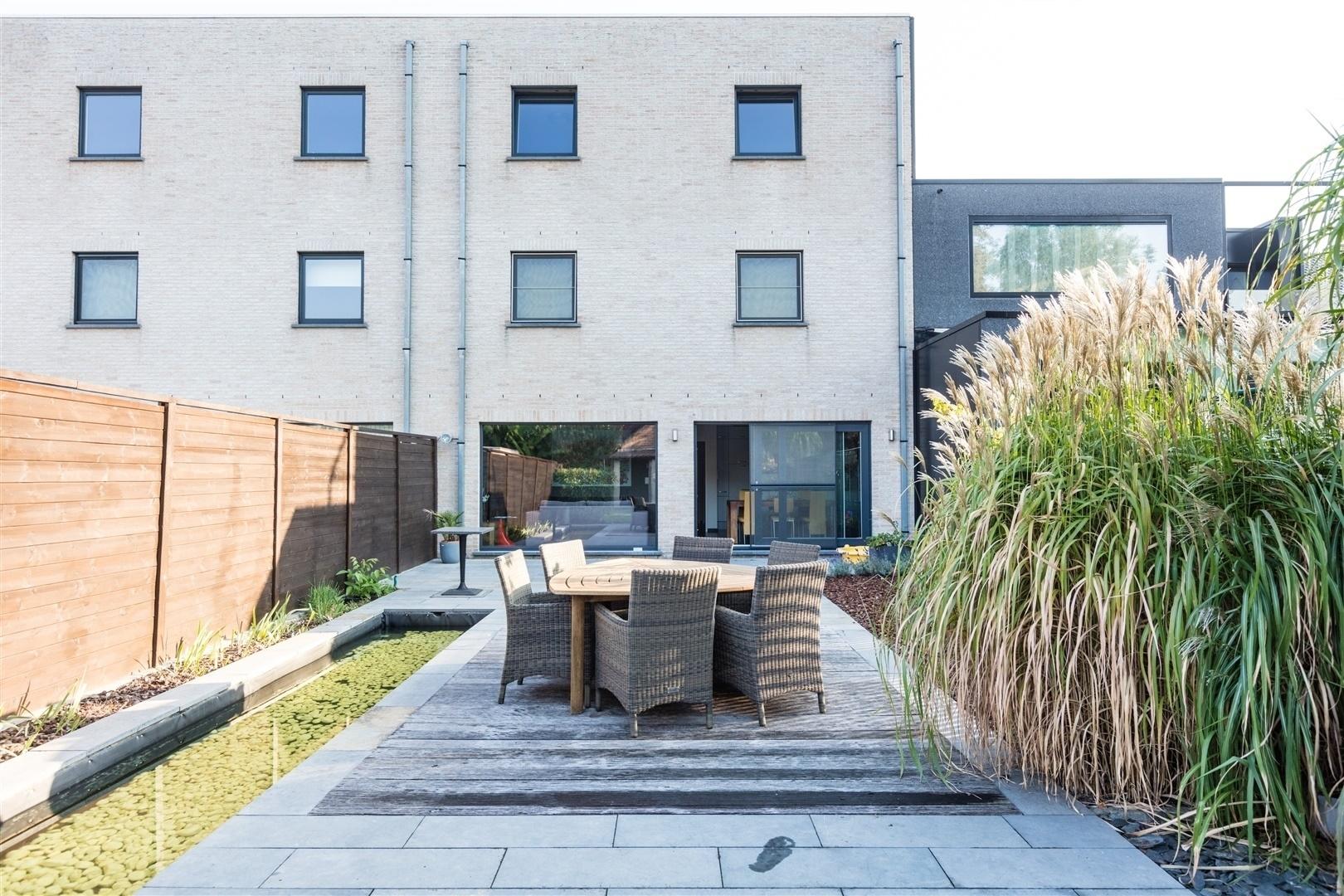 Gelijkvloers appartement met zuid gerichte tuin woningen for Huis met tuin te huur gent