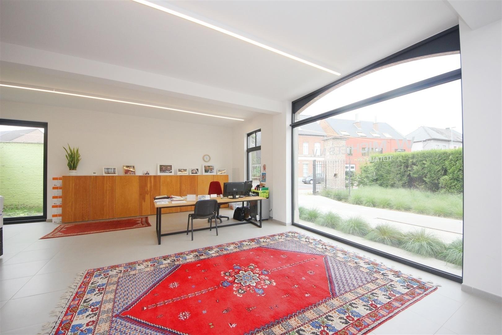 Multifunctionele kantoorruimte met parkeermogelijkheden