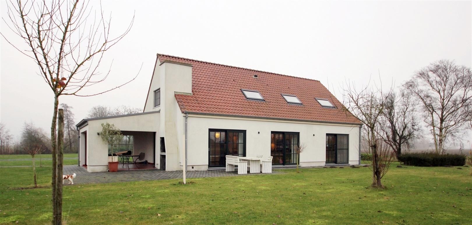 Prachtige villa met achtergelegen loods te Assenede!