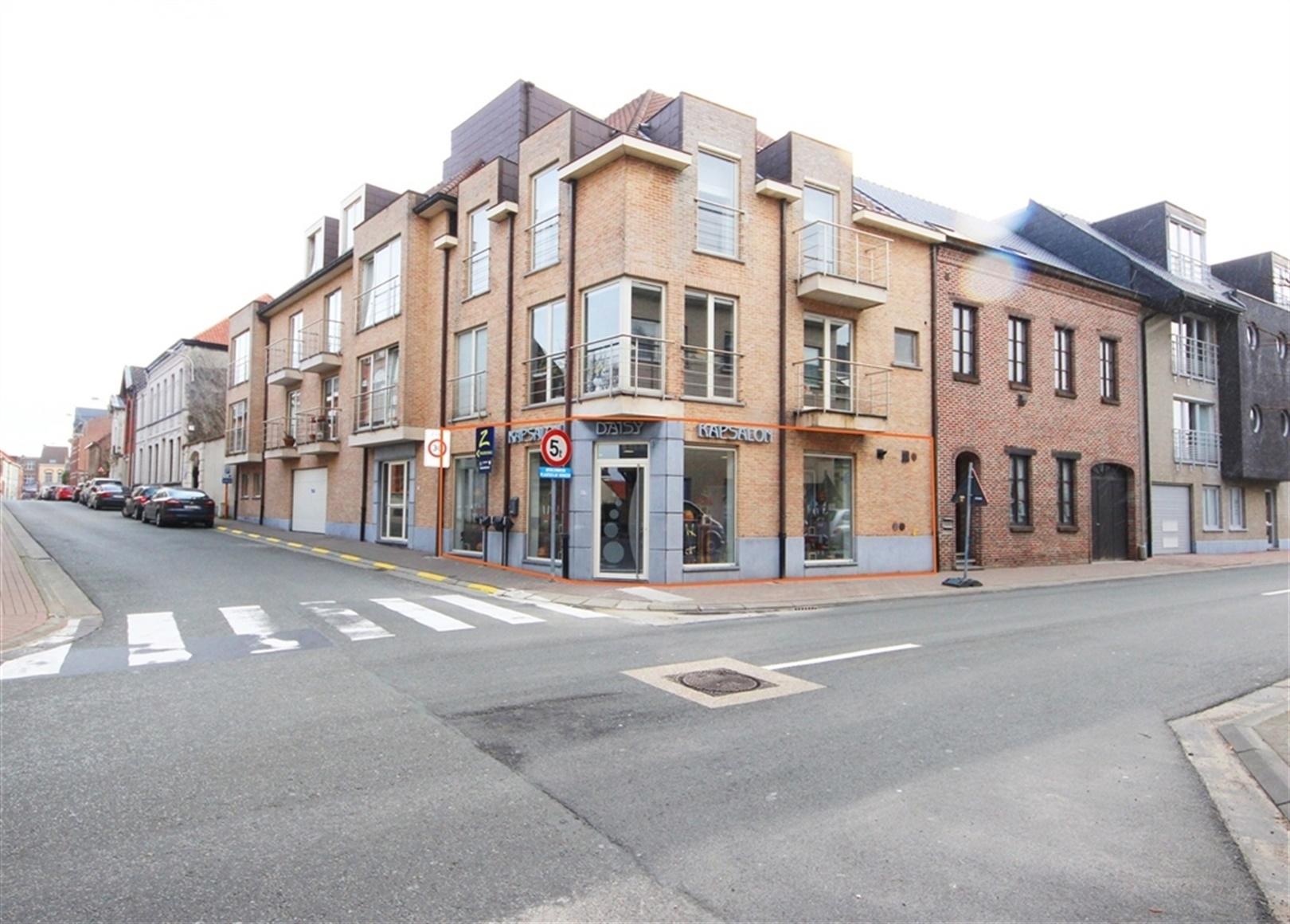 Bekijk VR Tour van Commercieel hoekpand in het centrum van Zottegem