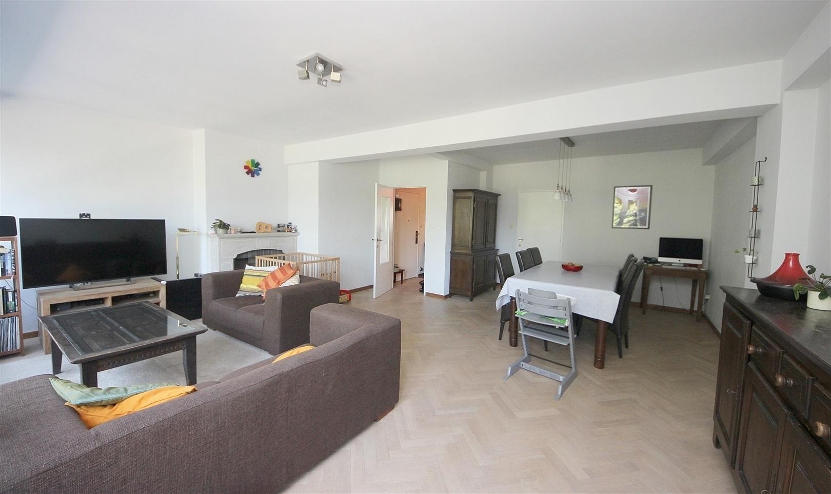 Aangenaam 2 slaapkamer-appartement met terras nabij Zuid!