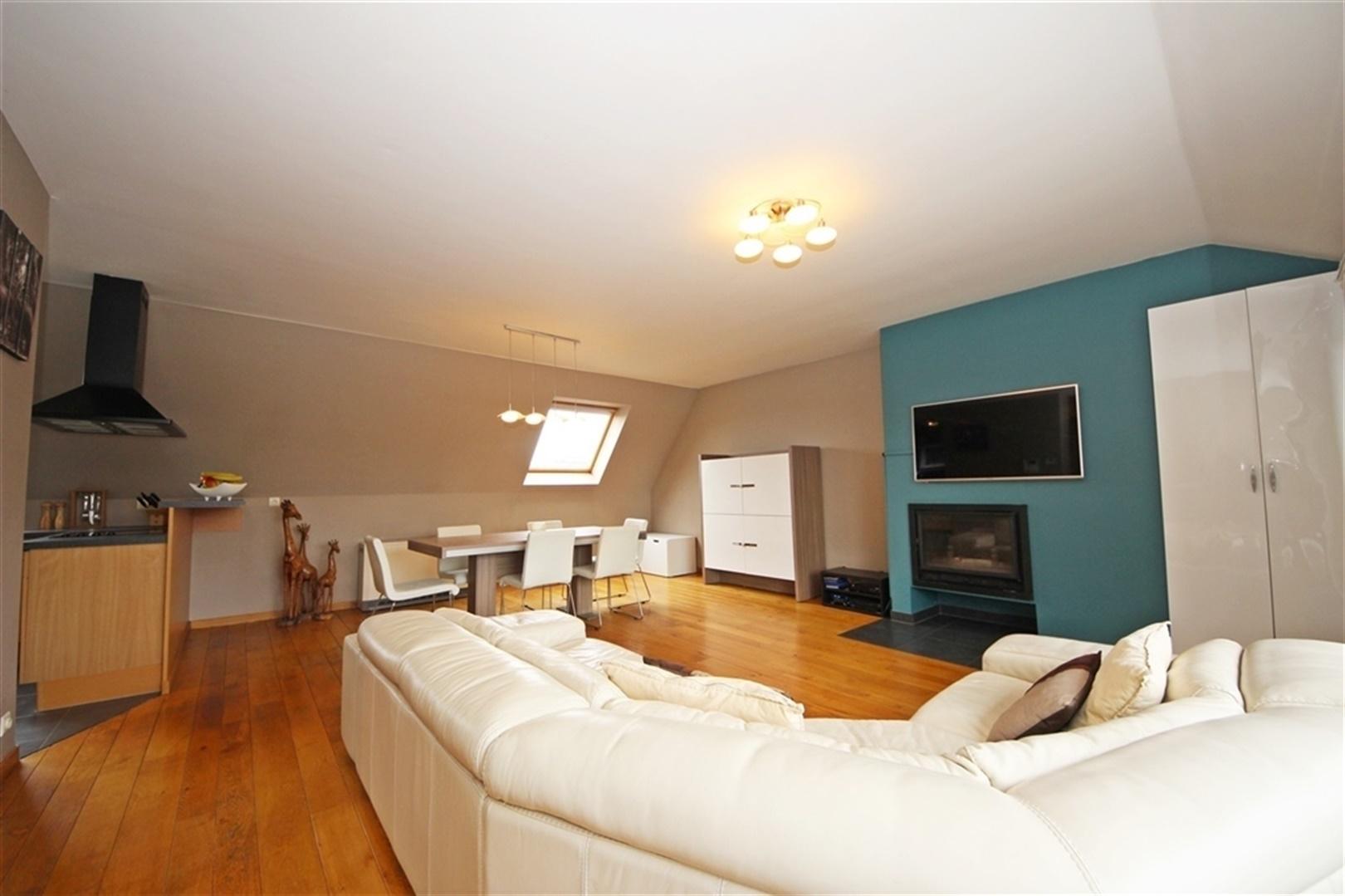 Lichtrijk dakappartement met 2 slaapkamers en ruim zuidgericht terras